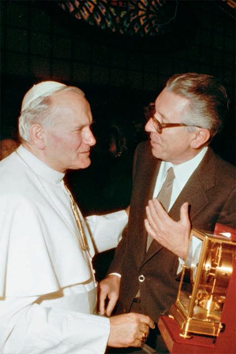 Joe Frielingsdorf, terza generazione della tradizione Hausmann & Co., insieme a Papa Giovanni Paolo II