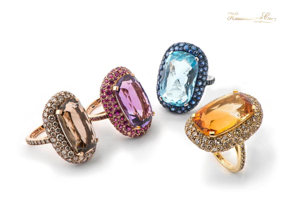 anelli Maharaja Hausmann & Co. - grandi carature di quarzo fumé, quarzo citrino, ametista e topazio azzurro taglio cuscino con pave di diamanti e zaffiri. - Hausmann & Co. new ring collection