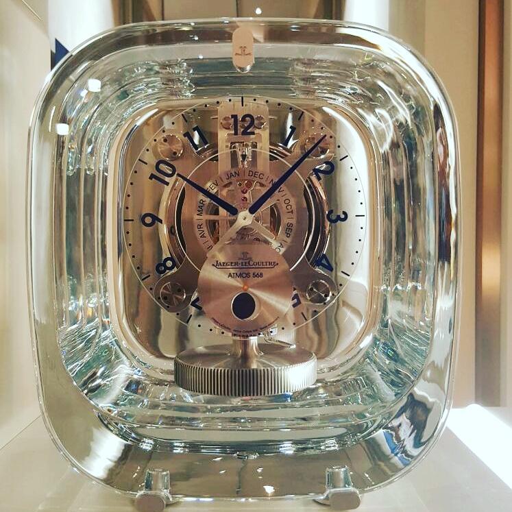 Il cristallo di Rocca veste l'orologio da tavolo Atmos, nell'eleganza Jaeger-LeCoultre