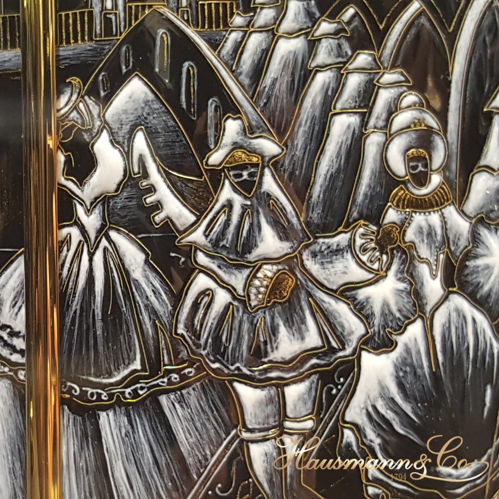 Un dettaglio di una Pendulette Dome realizzata da Patek Philippe, sul tema del Carnevale di Venezia