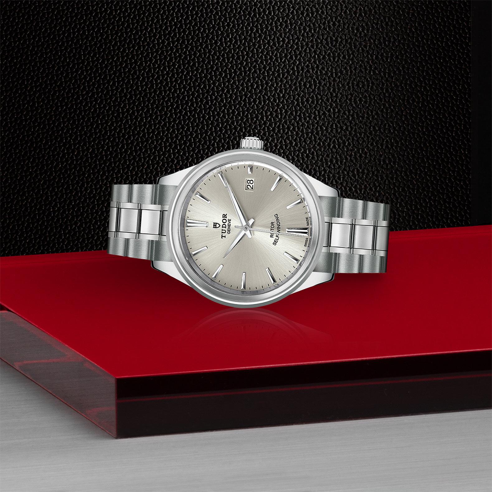 TUDOR Style - M12500-0001